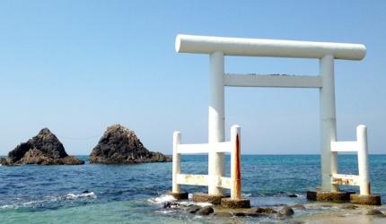 福岡系島櫻井神社的白色鳥居