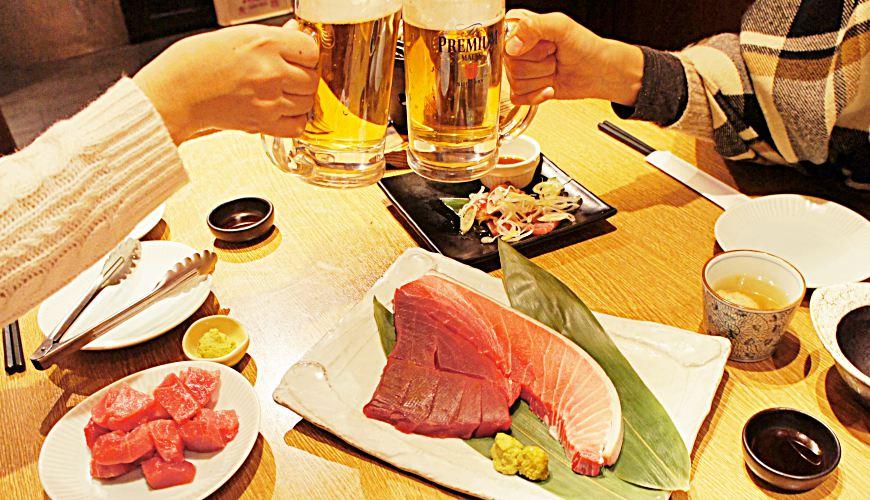 日本海鮮料理推薦店家ニッポンまぐろ漁業団料理與三得利啤酒「The Premium Malt's」