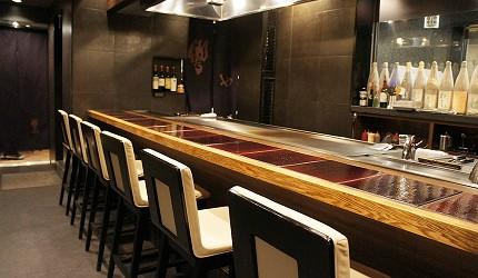 日本和牛居酒屋銀座「響や」的寬敞的吧檯座位