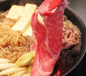 日本的和牛壽喜燒照片