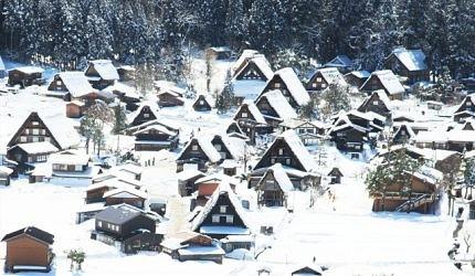雪景的白川鄉合掌村很像童話世界
