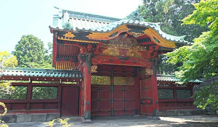 德川家靈廟在戰爭中以焚毀僅剩下敕勒門,圖為天璋院篤姬的墓所