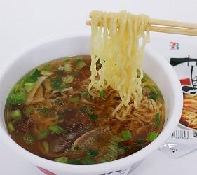 日本人氣拉麵店泡麵蔦夾起麵