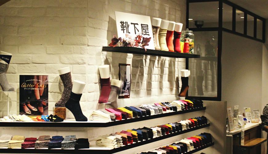 推薦日本東京自由行年末折扣季可購買的服飾品牌適合都會時尚男女性以及休閒風格靴下屋
