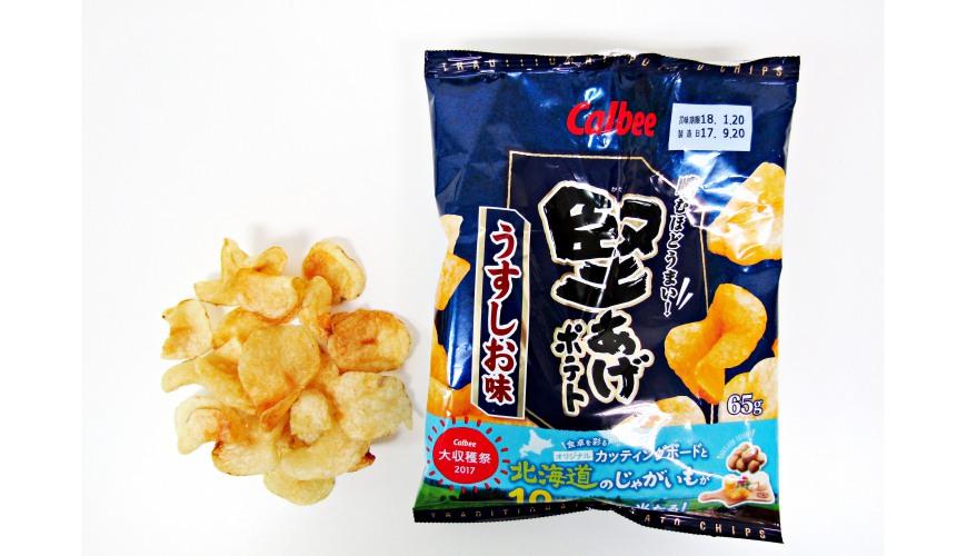 Calbee堅脆洋芋片薄鹽口味(堅あげポテトうすしお味)的包裝與洋芋片