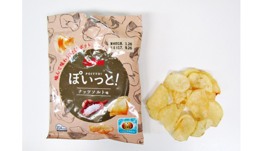 Calbee POITTO洋芋片花生鹽口味(ぽいっとナッツソルト味)的包裝與洋芋片