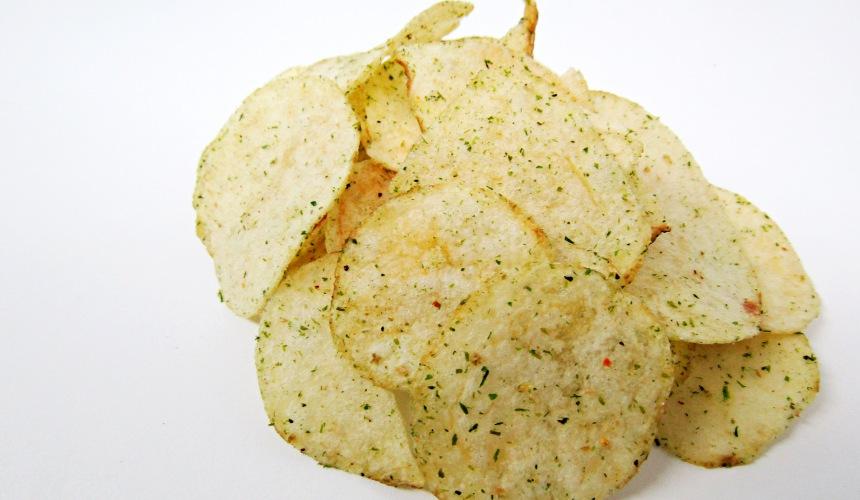 KOIKEYA PRIDE POTATO 秘傳濃厚海苔鹽味(秘伝濃厚のり塩)的洋芋片側拍
