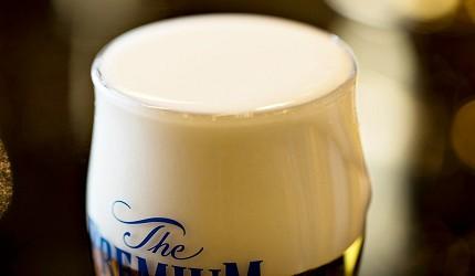 日本啤酒品牌SUNTORY三得利(サントリー)的啤酒「The Premium Malt's」(ザ・プレミアム・モルツ)的啤酒泡沫綿密地就像奶霜