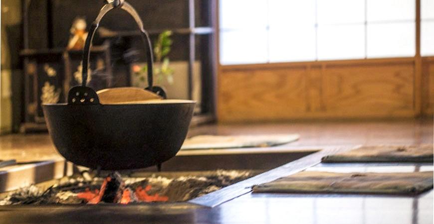 日本和室传统暖炉炭火示意图