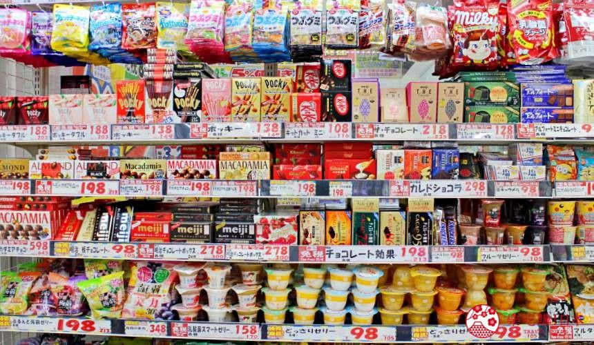 日本推薦便宜藥妝店「大國藥妝」店內零食餅乾商品