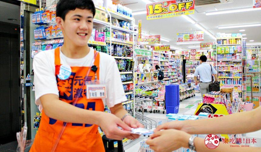 日本推薦便宜藥妝店「大國藥妝」店員服務親切,可英語、中文溝通