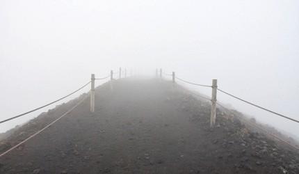 你不學永遠不知道的日本四字熟語《數字篇》的「五里霧中」形象圖