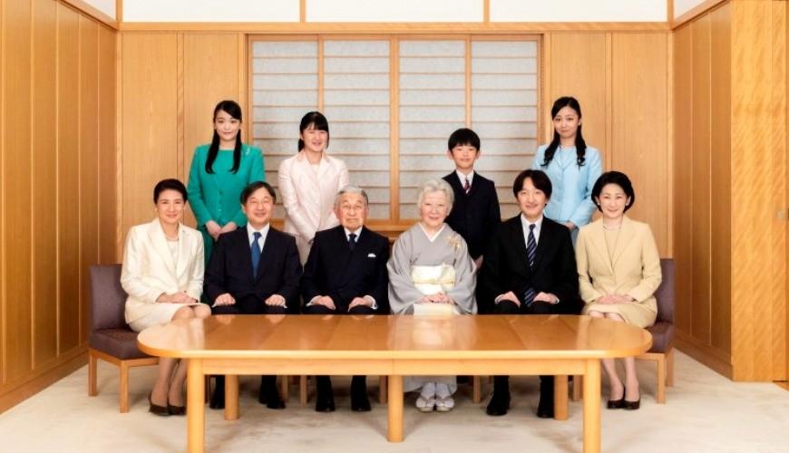 《天皇竟然沒姓氏也沒護照?10個你不能不知道的日本皇室豆知識!》文章首圖的日本皇室一家
