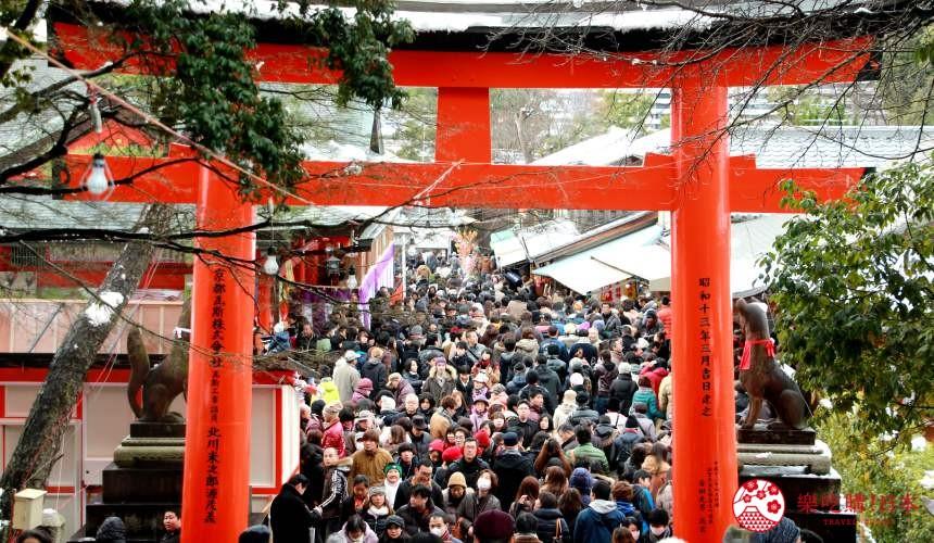 日本人大年初一要去神社的「初詣」水洩不通照片