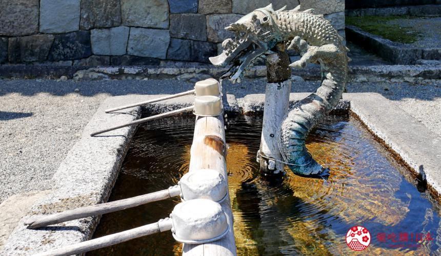 日本神社寺廟的「手水舎」的照片