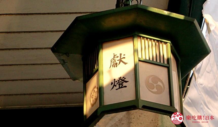 日本神社寺廟常見的「獻燈」的照片