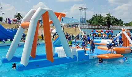 夏天去日本玩水消暑、暑假帶細路旅行放電最好玩的水上樂園精選推介,提供人造浪池、漂流河、巨型滑梯、水上滾筒、水上運動競技設施、兒童嬉水池等水上遊戲設備的水上樂園7選中的豐島園的運動型水上遊戲設施
