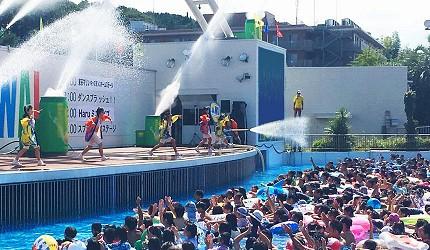 夏天去日本玩水消暑、暑假帶細路旅行放電最好玩的水上樂園精選推介,提供人造浪池、漂流河、巨型滑梯、水上滾筒、水上運動競技設施、兒童嬉水池等水上遊戲設備的水上樂園7選中的讀賣樂園(よみうりランド)