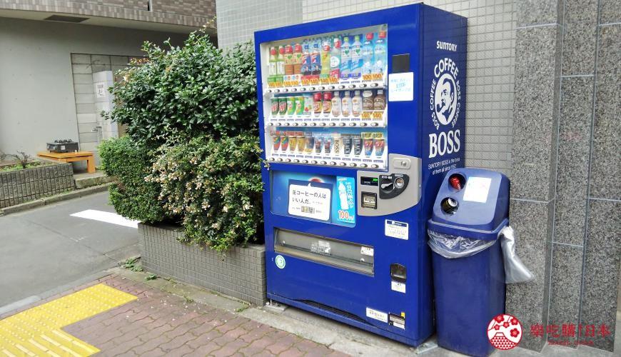 日本路邊的自動販賣機汽水機旁設有鋁罐膠樽專用的垃圾桶