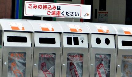 日本路邊的一排垃圾桶上也有設告示