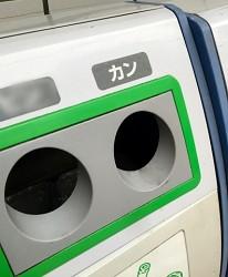 日本街頭上收集鋁罐的資源回收箱