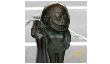 日本妖怪「裂嘴女」的形象图