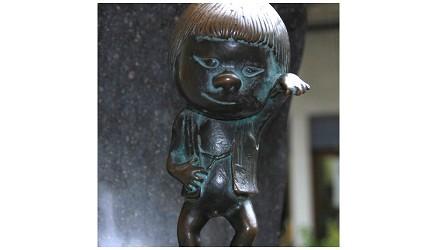 日本妖怪「座敷童子」的铜像