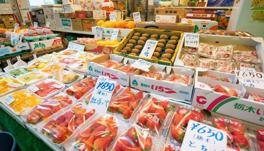 日本的生果批發近江町市場內的生果檔