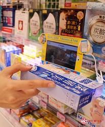 LAOX店內的商品翻譯軟體對目標貨品進行掃描