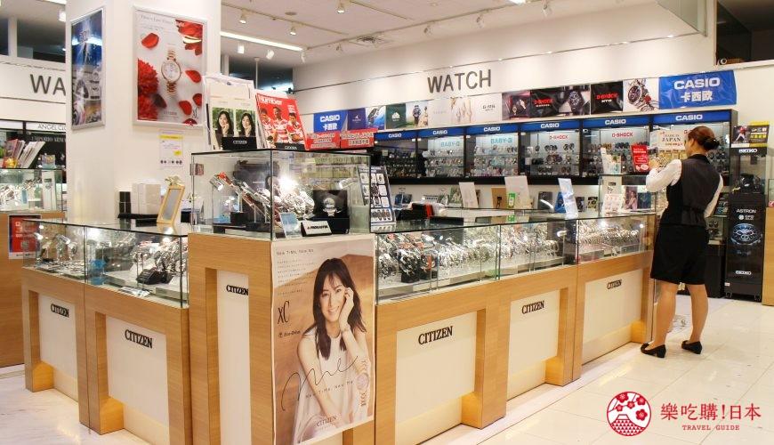 日本超好買的免稅店LAOX內設有專門擺賣珠寶名錶的區域