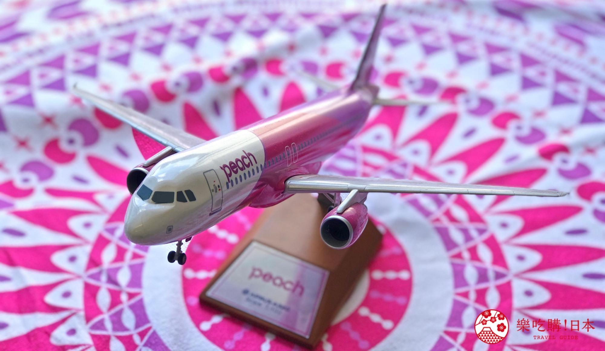 日本樂桃人氣原創設計商品的1:100 桌上模型 Peach Aviation A320-200 近照