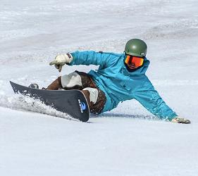 客人在日本有中文教練的滑雪場推介的中文滑雪場GALA湯澤滑雪度假村滑雪