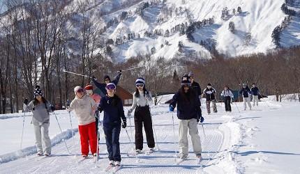 日本有中文教練的滑雪場推介山形縣月山滑雪場的課程實況