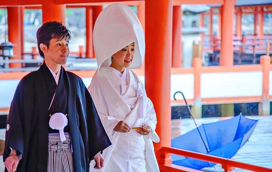 日本人穿日本傳統服裝跟理想對象結婚的照片