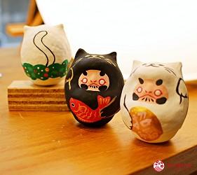 台北東區選物店MiCHi Cafe限量販售的許願達摩不倒翁拿著鯛魚招福吉祥物貓耳達摩日本名產伴手禮傳統工藝品推薦商品