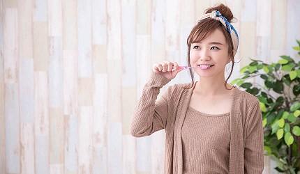 日本牙膏推薦10+1款必買口腔清潔用品高效美白預防牙周病口臭敏感牙齒都能用漱口水美白牙貼除臭噴霧潔白牙膏防牙石推介日本直送香港網購代購amazon女生在刷牙