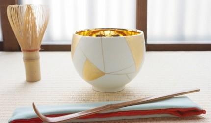 日本陶瓷餐具推薦推介SIONE質感弦月對杯夢幻精緻碗盤送禮首選結婚賀禮日系餐具陶瓷藝術的金彩茶碗展示在桌上