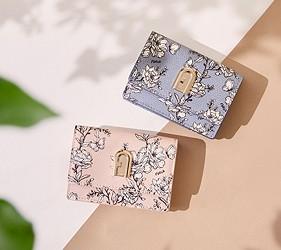 皮夾錢包品牌推薦推介顏色日系甜美小資女送禮必買義大利俐落風格代表FURLA帶有花紋的款式感覺青春洋溢很適合上班都會女性