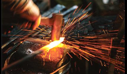 日本萬用菜刀推薦推介劍謙心手工三德黑刃刀超鋒利切肉切菜好用的手工打造過程