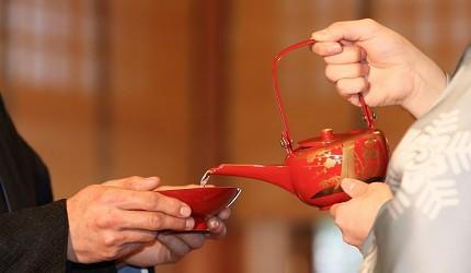 日本神前式會用到收藏酒具送禮推薦推介新潟燕商事鍍金酒壺酒杯組喝日本酒最適合的銚子來倒酒