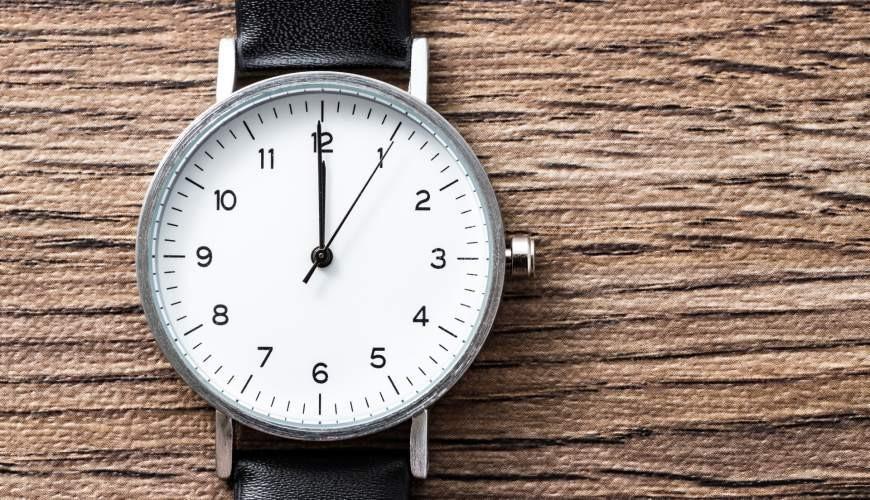 2021日本手錶品牌推薦推介SEIKO精準度高耐用CASIO男女學生CP值高的手錶被放在桌上