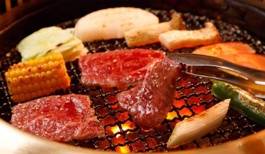 日本「連鎖燒肉店」好吃排名 TOP 7「安樂亭」(ワンカルビ)的燒肉形象照