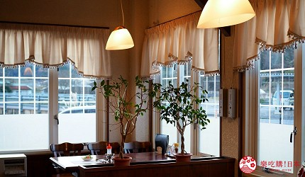 島根自由行必吃必食美食推薦推介島根和牛排山豬肉圍爐裏道地料理懷石料理日本製餐酒紅白酒莊萠美野牛排屋復古西洋風的裝潢