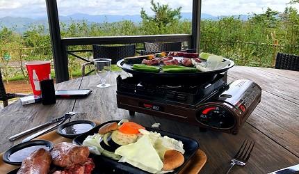 島根自由行必吃必食美食推薦推介島根和牛排山豬肉圍爐裏道地料理懷石料理日本製餐酒紅白酒莊石見Winery的戶外烤肉