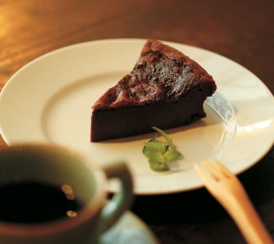 長崎景點推薦自由行推介行程必吃美食眼鏡橋愛心石長崎蛋糕伴手禮手信咖啡館elvcafe的手工巧克力蛋糕