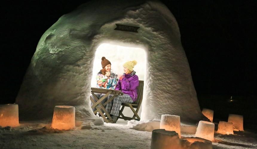北海道自由行冬天推荐玩法6个札幌近郊景点推荐岩见泽市度假村LOGHOTELTHEMAPLELODGE雪屋咖啡厅