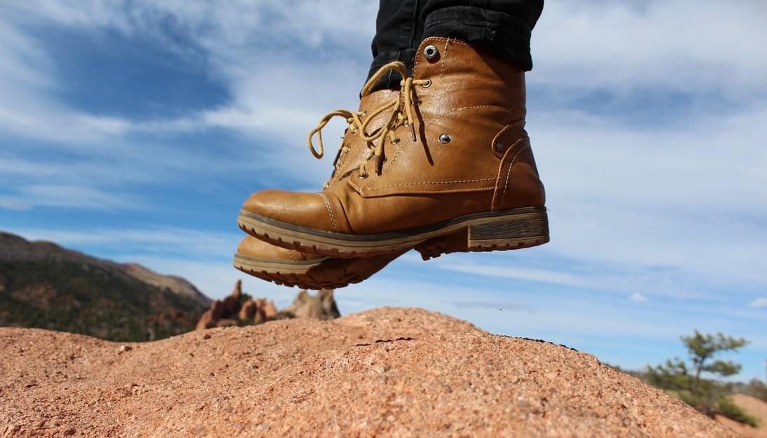 登山鞋推薦行山鞋推介好看好穿爬山安全防滑GORETEX防水穿著跳起